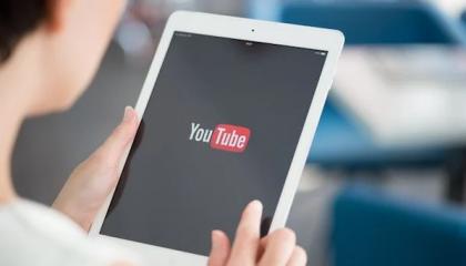 Οθόνη tablet με λογότυπο Youtube